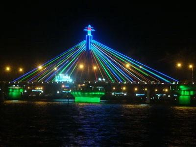 越南岘港涵江大桥亮化设计,大量采用真明丽L